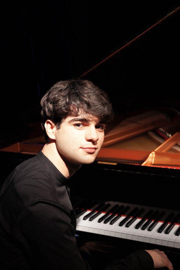 Elia Cecino al pianoforte | Teatro Municipale Piacenza